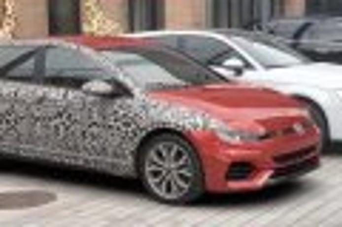 ¿Golf 8 o fotomontaje? Así son las extrañas imágenes del compacto de Volkswagen