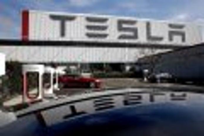 El FBI investiga a Tesla por los objetivos anunciados del Model 3