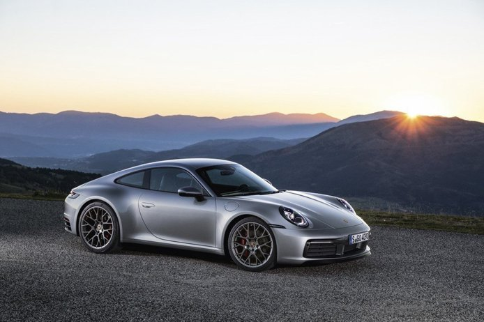 Descubre todos los detalles del nuevo Porsche 911 en sus primeros vídeos