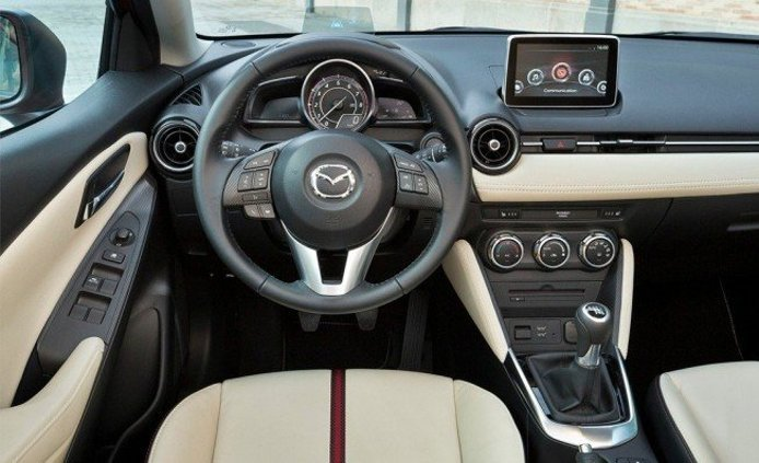 Mazda2 - interior