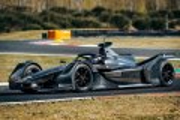 El Mercedes EQ Silver Arrow 01 hace su debut en Varano
