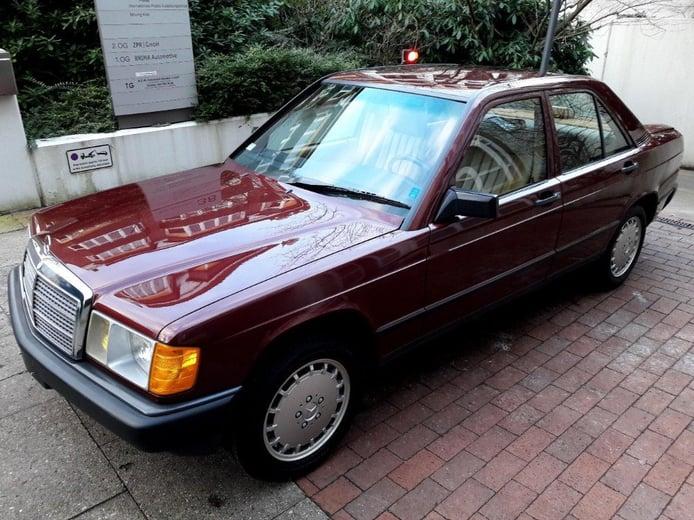 Un Mercedes 190E de 1986 a estrenar por 50.000 €