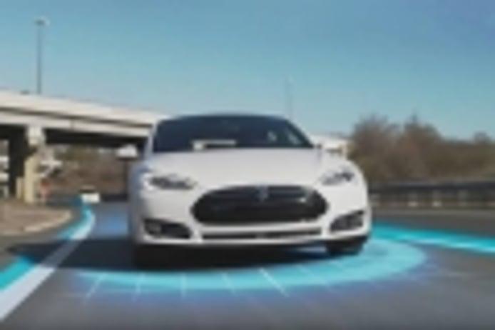 ¿Cómo se apaña el sistema AutoPilot de Tesla en un circuito? [vídeo]