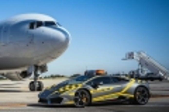 El Lamborghini Huracán hace de vehículo 'Follow Me' en el aeropuerto de Bolonia