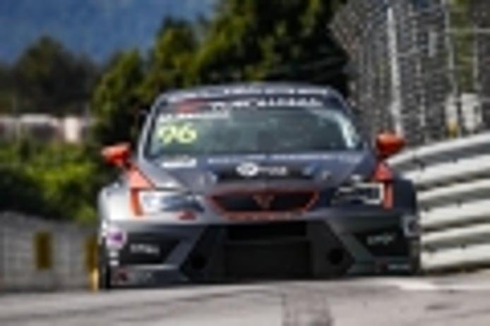 Mikel Azcona conquista su primera victoria en el WTCR