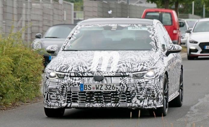 Volkswagen Golf GTI 2021 - foto espía frontal