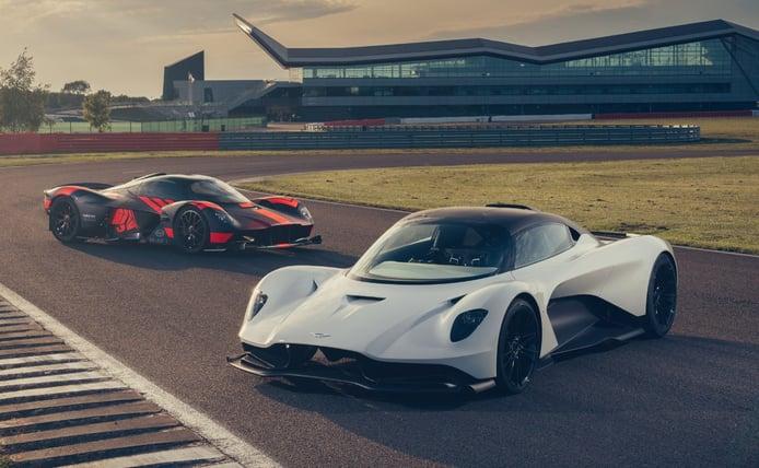 El Aston Martin Valhalla se estrena en circuito junto al Aston Martin Valkyrie