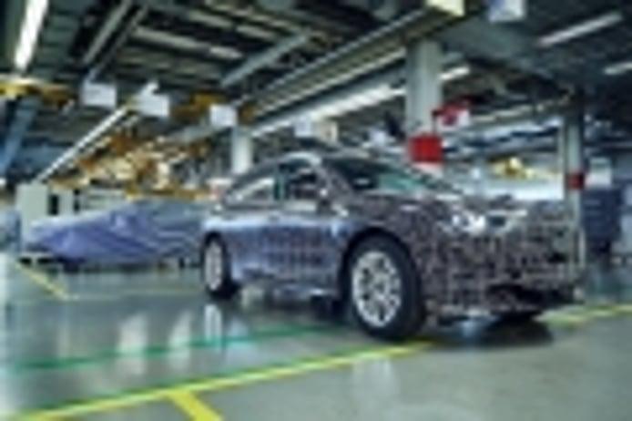 El SUV eléctrico basado en el concept BMW iNEXT contará con tres versiones en 2021