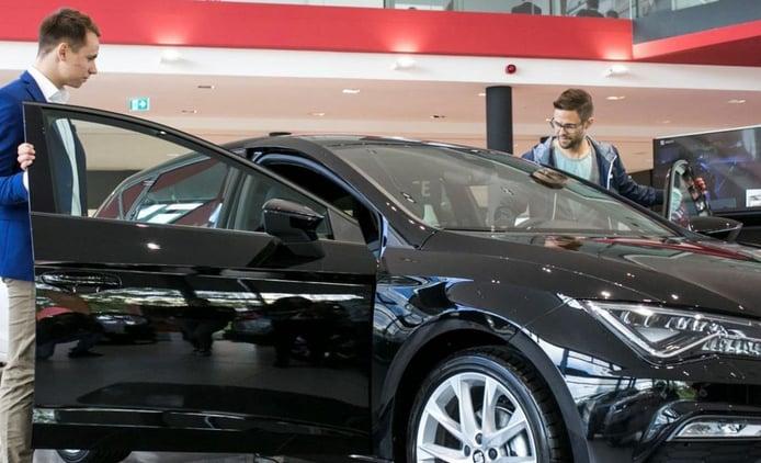 Los particulares impulsan el renting de coches a niveles de récord
