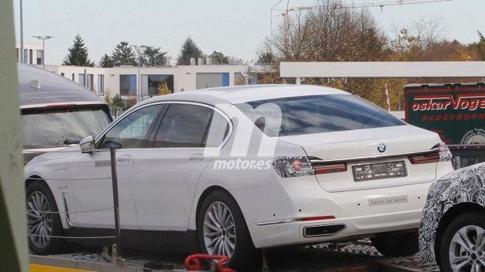 BMW i7 - foto espía posterior