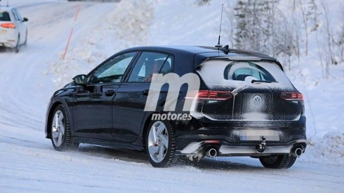 Volkswagen Golf GTI 2021 - foto espía posterior