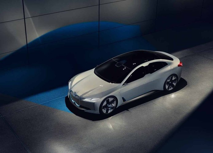 El BMW i6 será la respuesta al Porsche Taycan, eléctrico y deportivo