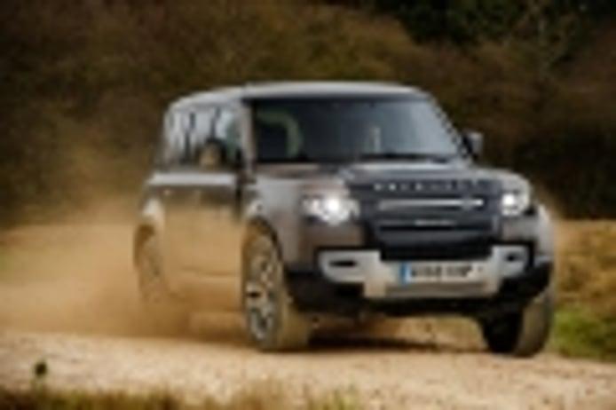 Primera toma de contacto con el Land Rover Defender 2020 junto a su padre, Mike Cross