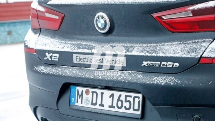 BMW iX2 - foto espía posterior