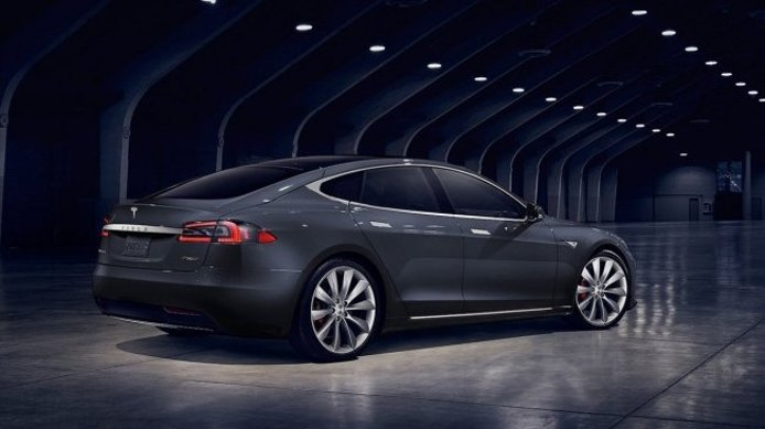 Tesla Model S - posterior