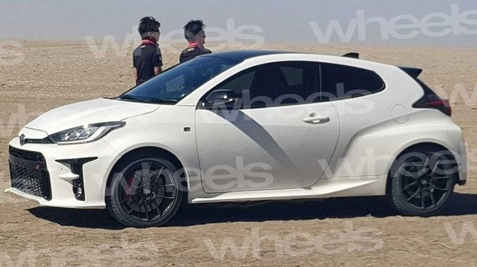 Toyota GR Yaris - foto espía lateral