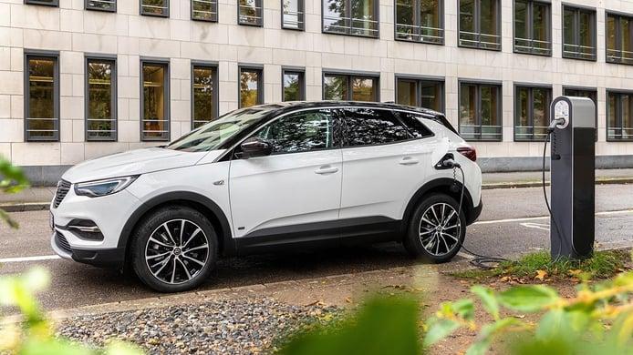 El Opel Grandland X Hybrid de tracción delantera es un SUV enchufable más barato