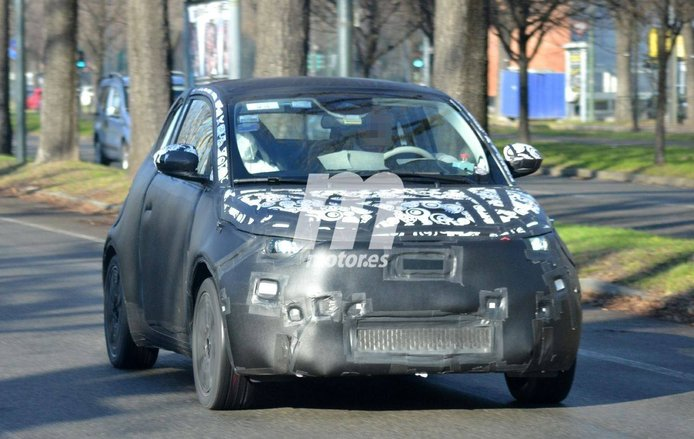 ¡Cazado el nuevo Fiat 500e 2021! Fotos espía del prototipo de producción ya camuflado