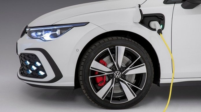 Volkswagen Golf GTE 2020 - lateral