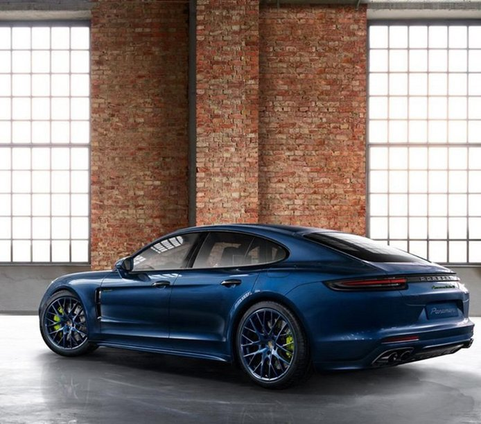 El Porsche Panamera estrena nuevo paquete SportDesign con llantas azules