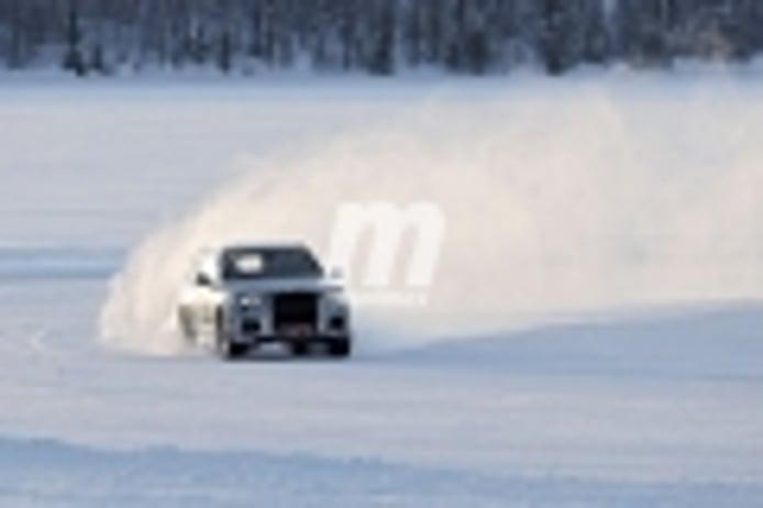 El lujoso Aurus Commander desafía sus límites dinámicos en las pruebas de invierno