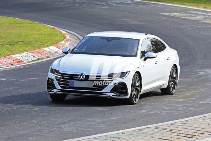 Los prototipos del nuevo Volkswagen Arteon R 2021 se trasladan al circuito de Nürburgring