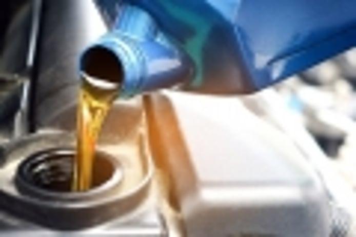 Cómo cambiar el aceite del coche y cuánto cuesta