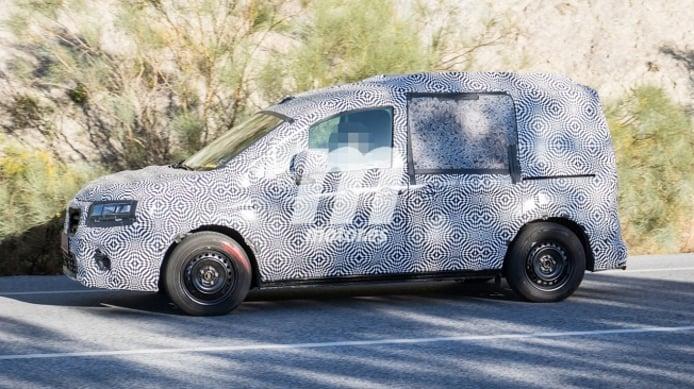 Renault Kangoo 2021 - foto espía lateral