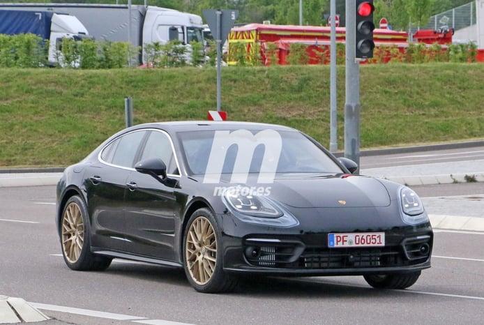 El Porsche Panamera Facelift 2021 rueda casi al destapado en Alemania