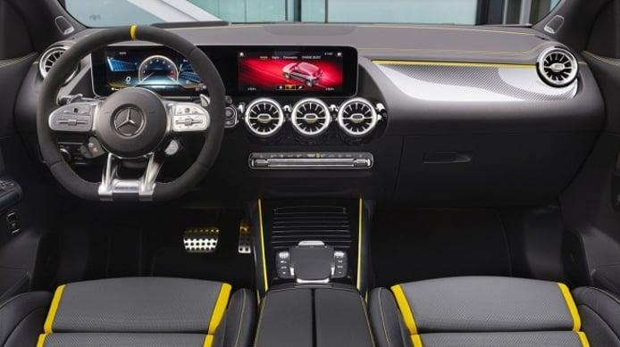 Mercedes-AMG GLA 45 S 4MATIC+ - interior