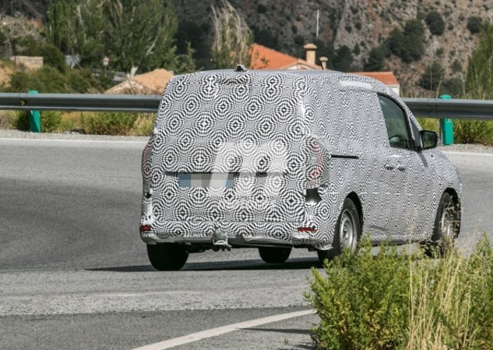 Renault Kangoo 2021 - foto espía posterior