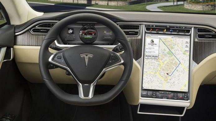 Alemania multa por el uso de las pantallas táctiles durante la conducción