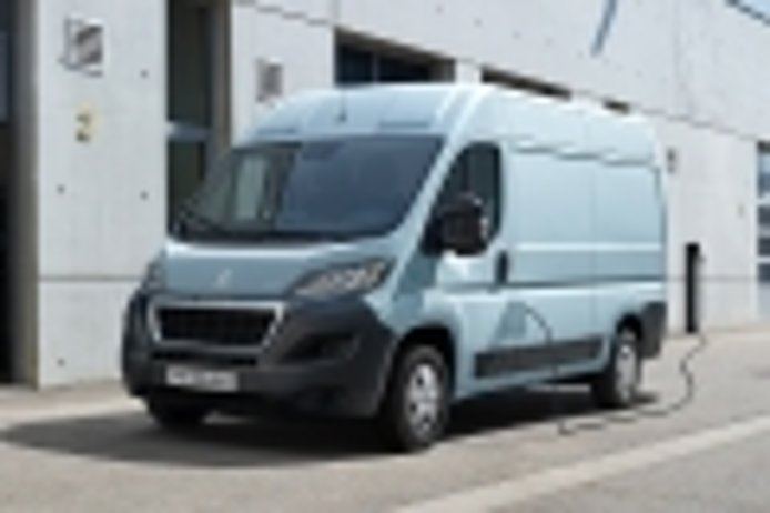 Peugeot e-Boxer, una furgoneta eléctrica preparada para el mundo laboral
