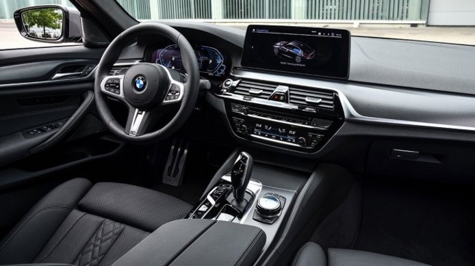 BMW 545e xDrive - interior