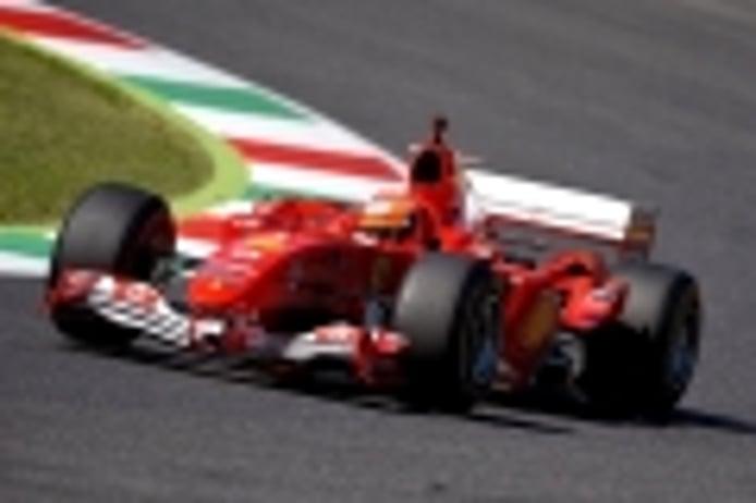 Mick Schumacher se sube al último coche ganador de su padre: así suena el F2004