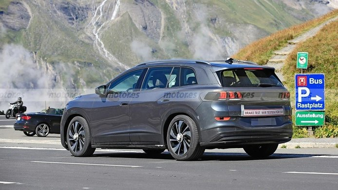 Peugeot se burla de Volkswagen y su ID.6 al camuflarlo como un 5008