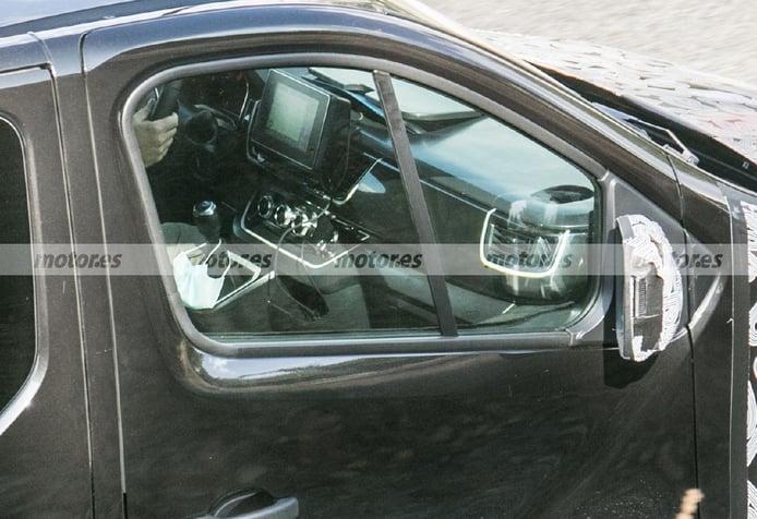 El interior del nuevo Renault Trafic queda al descubierto en estas fotos espía