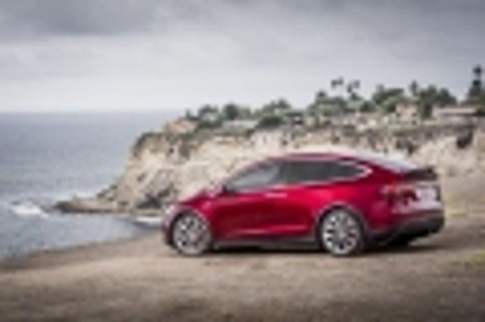 Tesla llama malos conductores a los chinos y les culpa por una llamada a revisión