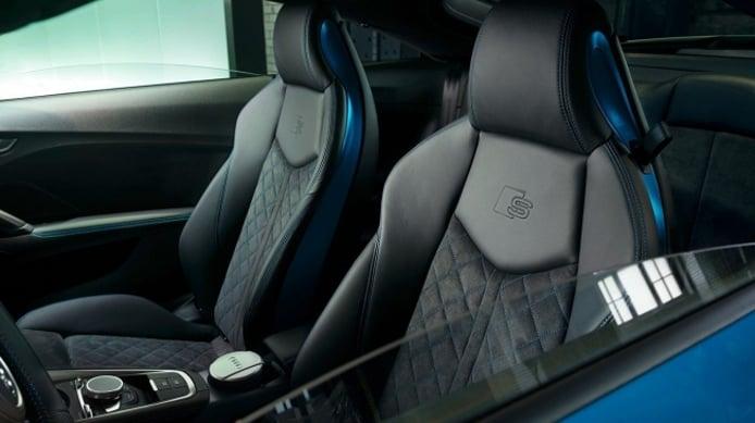 Audi TT S line competition plus - interior