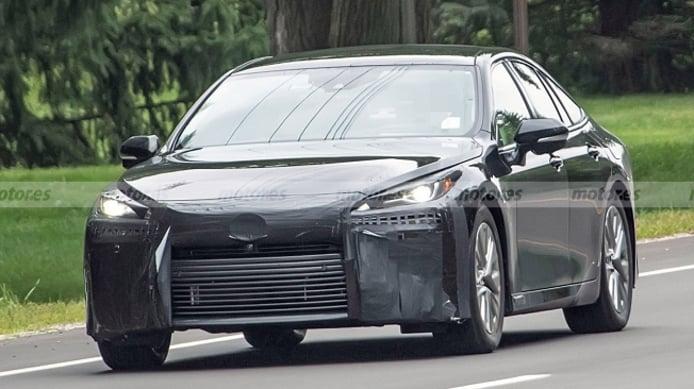 Toyota Mirai 2021 - foto espía frontal