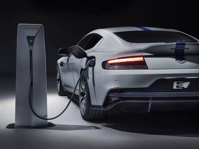 El primer híbrido enchufable de Aston Martin llegará en 2023, y el eléctrico en 2026