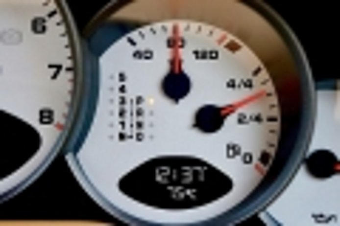 Mi coche pierde agua, pero no se calienta: ¿qué ocurre?