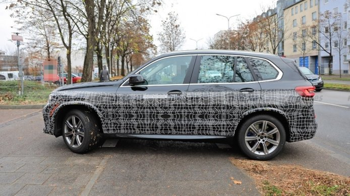 BMW X5 2022 - foto espía lateral