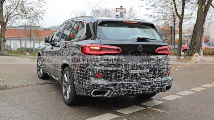 BMW X5 2022 - foto espía posterior