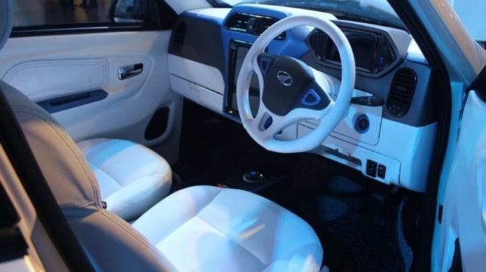 Mahindra eKUV100 - interior