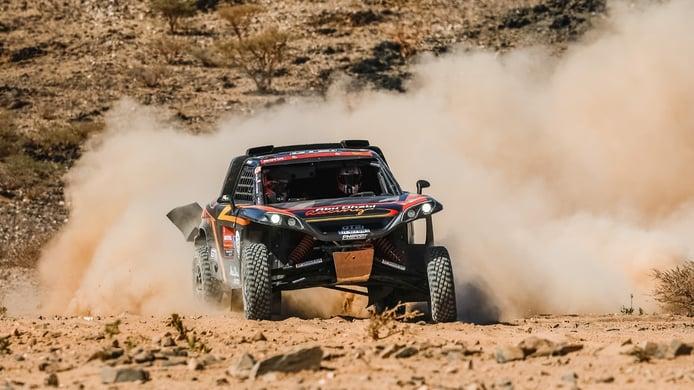 Kris Meeke deja destellos de su velocidad en su debut en el Dakar