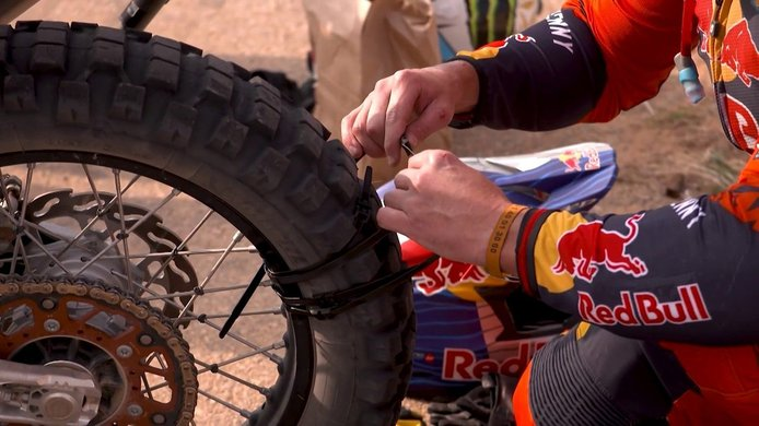Toby Price quiere 'atar' su tercer Dakar con bridas y cinta americana