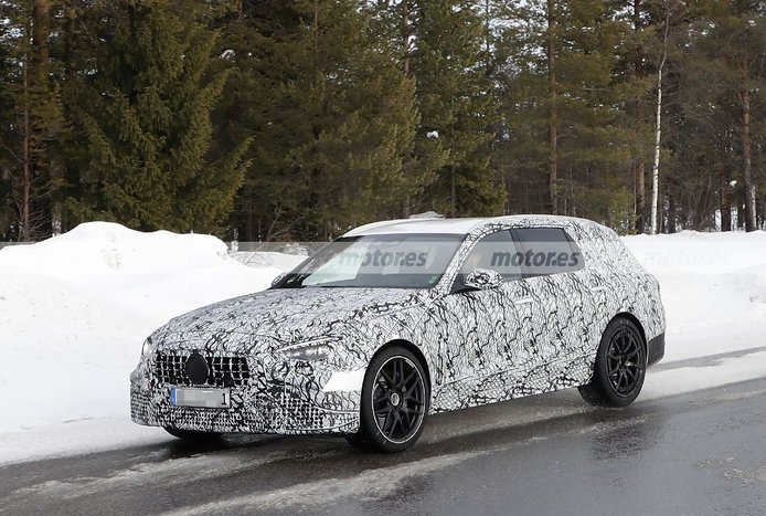 El nuevo Mercedes-AMG C 63 e Estate 2023 posa en sus primeras fotos espía