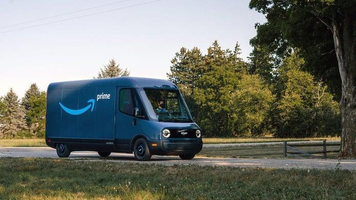 La furgoneta eléctrica de Amazon y Rivian Automotive ya está operando en la calle