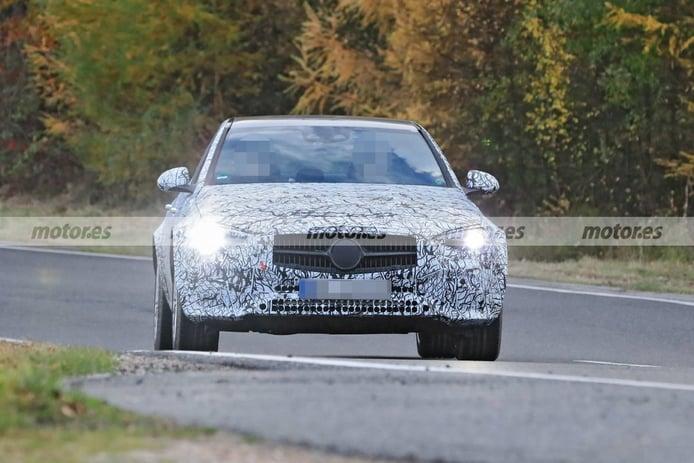 ¿Primeras fotos espía del futuro Mercedes EQC? Cazada una mula con tintes de SUV